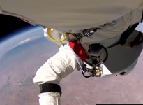 """""""I wish you could see what I can see"""" – everything Felix Baumgartner saw on his way down from space"""